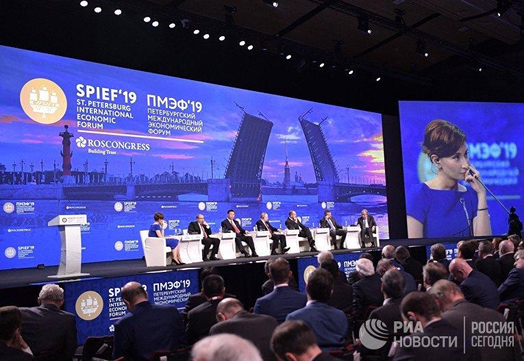 Президент РФ В. Путин на Петербургском международном экономическом форуме. День второй