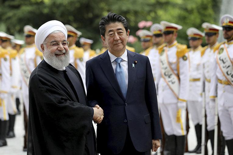 Премьер-министр Японии Синдзо Абэ и резидент Ирана Хасан Рухани в Тегеране
