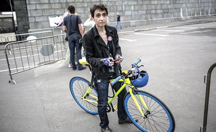 Журналист Маша Гессен на акции гей-активистов «Радужный митинг»