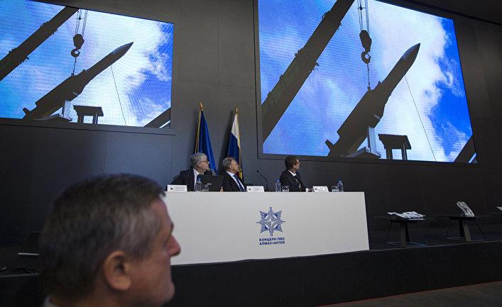 """Директор центра """"Алмаз-Антей"""" Ян Новиков во время пресс-конференции в Москве"""