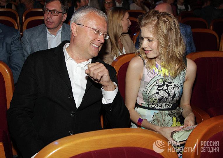 Александр Лебедев и модель Елена Перминова