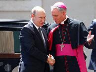 Президент России Владимир Путин и архиепископ Георг Гансвейн в Ватикане
