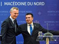 Генсек НАТО Йенс Столтенберг и премьер-министр Северной Македонии Зоран Заев
