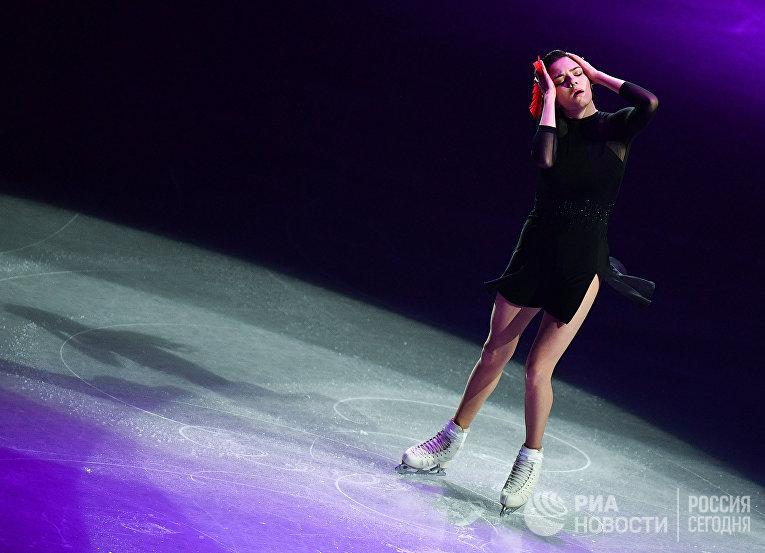 Евгения Медведева (Россия) участвует в показательных выступлениях на чемпионате мира по фигурному катанию в Сайтаме
