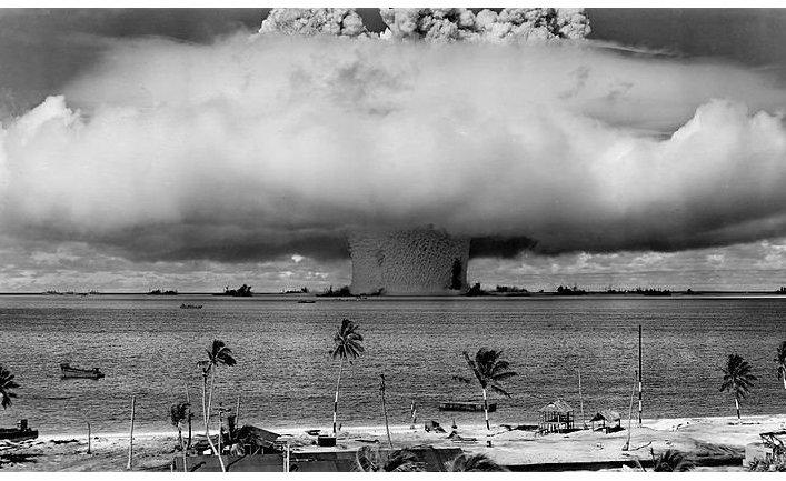 Ядерные испытания на атолле Бикини