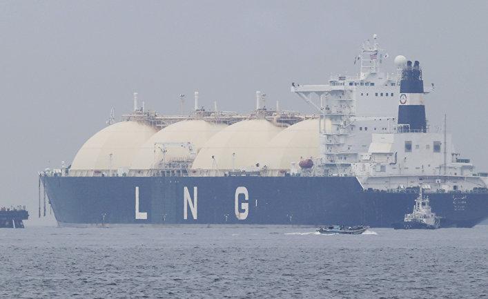 Танкер заходит в порт