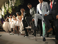 Участники массовой однополой свадьбы в Тель-Авиве, Израиль