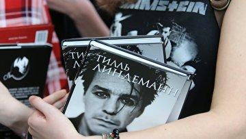 Солист Rammstein Тилль Линдеманн представил свою книгу в Москве