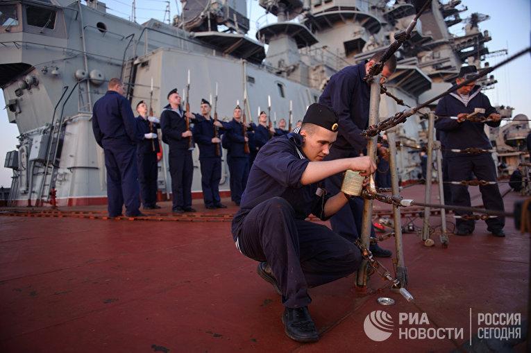 Ракетный крейсер «Петр Великий» всирийском порту Тартус
