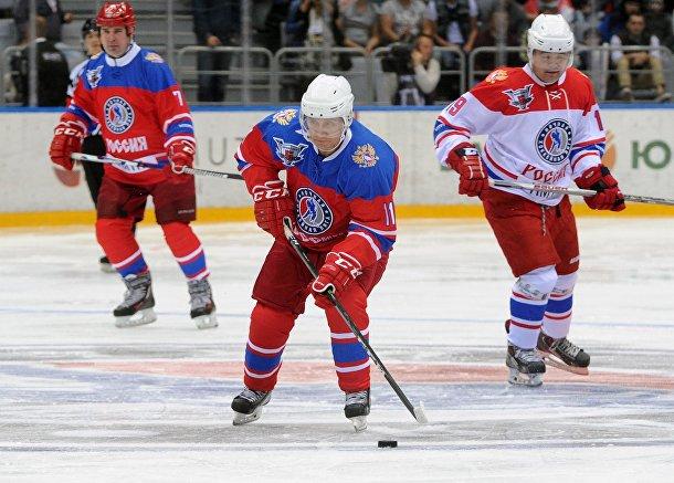 Путин участвует в хоккейном матче вместе с ветеранами НХЛ в Сочи