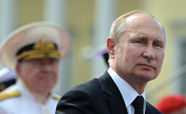 Президент РФ В. Путин принял участие в праздновании Дня ВМФ РФ в Санкт-Петербурге