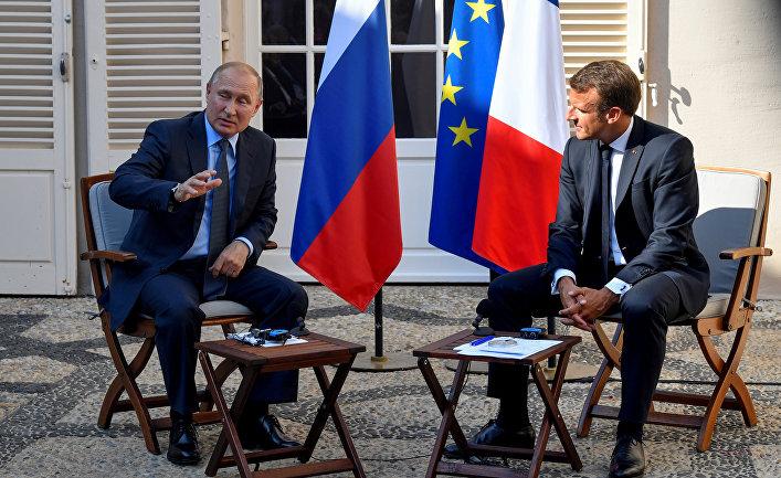 Президент Франции Эммануэль Макрон встретился с президентом России Владимиром Путиным во Франции