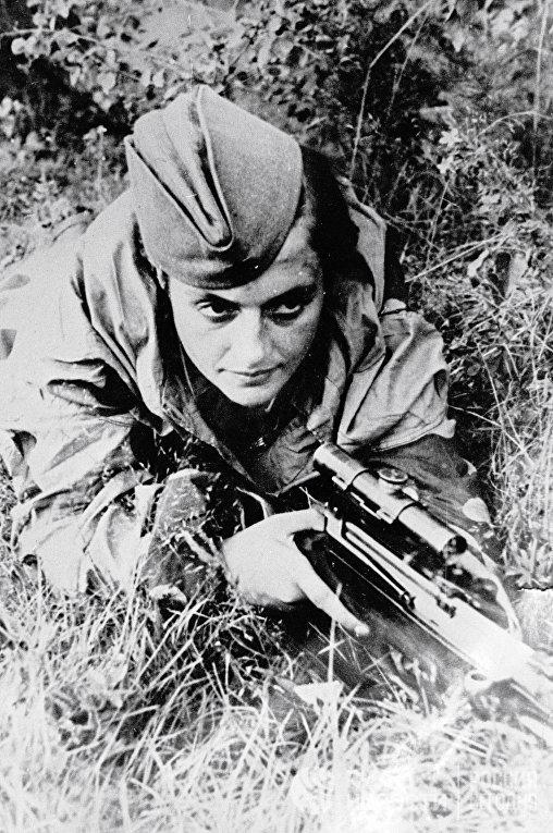 Герой Великой Отечественной войны снайпер Людмила Павличенко