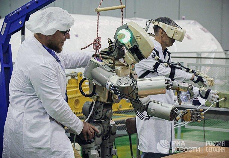 Подготовка робота Skybot F-850 на Байконуре
