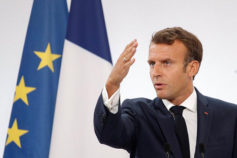 Президент Франции Эммануэль Макрон выступает с речью перед послами республики