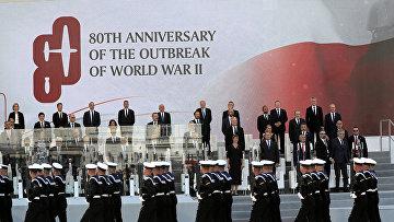 Официальные лица во время торжественной церемонии по случаю 80-й годовщины начала Второй мировой войны в Варшаве