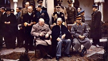Черчилль, Рузвельт и Сталин у Ливадийского дворца. Февраль 1945 г.