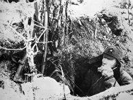 Боец Красной Армии в окопе