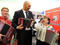 Николай Валуев на открытии выставки