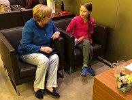 Канцлер Германии Ангела Меркель беседует с 16-летней шведской активисткой по климату Гретой Тунберг во время саммита ООН по климату