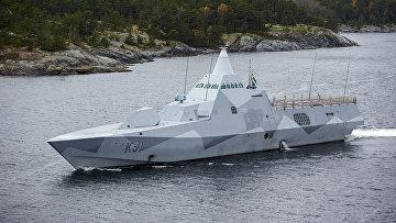 Корвет ВМС Швеции HMS Visby патрулирует Стокгольмский архипелаг