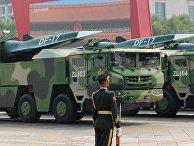 Баллистические ракеты средней дальности DF-17 на военном параде