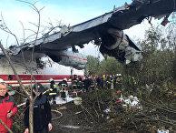 Место аварийной посадки грузового самолета Ан-12 во Львовской области Украины