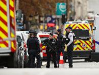 Французская полиция перед штаб-квартирой полиции в Париже