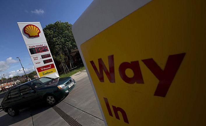 Автомобиль на заправочной станции Shell в Манчестере