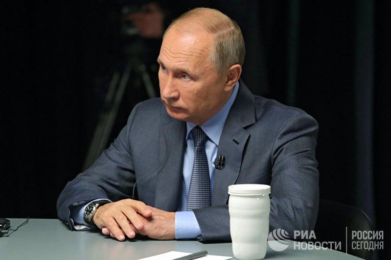 Президент РФ В. Путин дал интервью телеканалам RT Arabic, Sky News и Al Arabiya