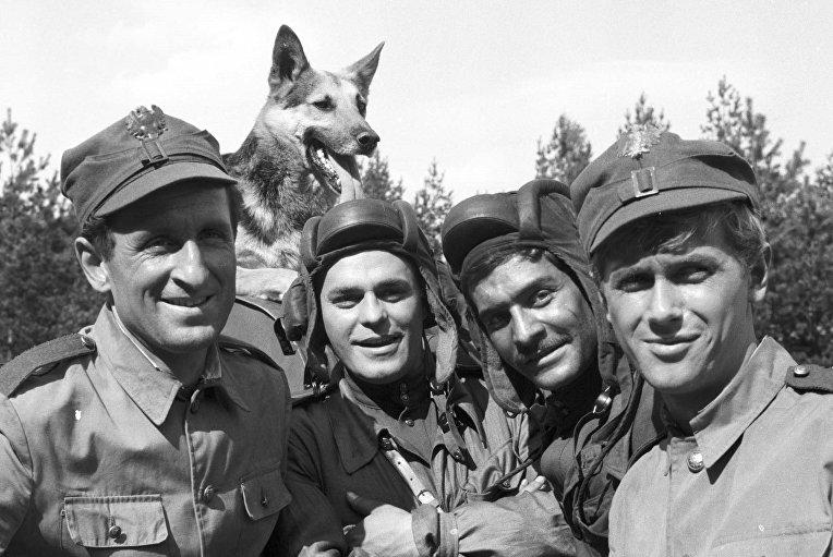 Кадр из сериала «Четыре танкиста и собака»