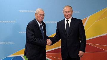Президент Алжира Абделькадер Бенсалех ипрезидент России Владимир Путин насаммите «Россия— Африка» вСочи, Россия
