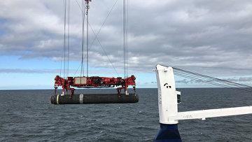 Глубоководный трубоукладчик Allseas Solitaire прокладывает трубу для газопровода Nord Stream 2 в Балтийском море