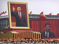 Портреты председателя КНР Си Цзиньпина во время парада к 70-летию образования Китая в Пекине