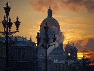 Зимний Санкт-Петербург. Вид на Исаакиевский собор с Дворцовой площади