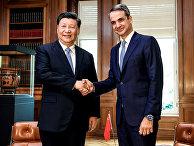 Премьер-министр Греции Кириакос Мицотакис и председатель КНР Си Цзиньпин во время встречи в Афинах