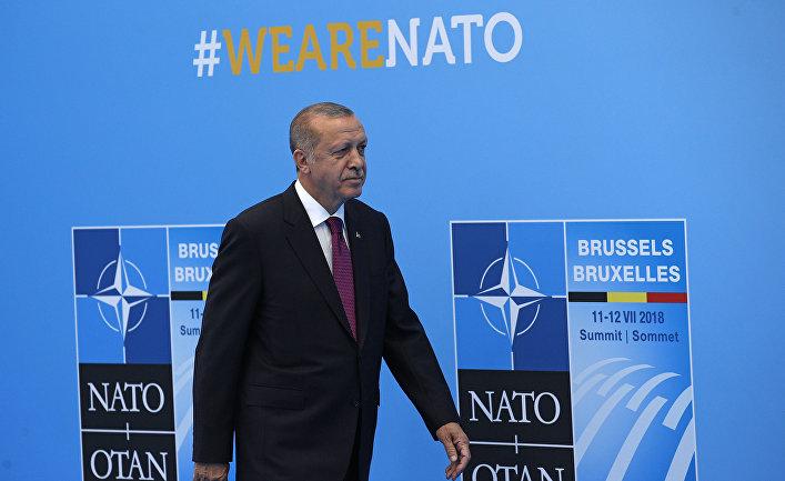 Президент Турции Реджеп Тайип Эрдоган в штаб-квартире НАТО в Брюсселе