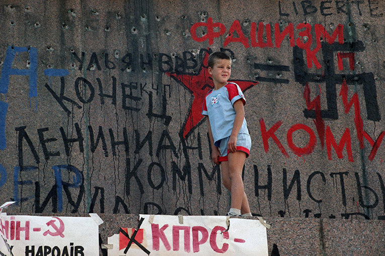 Памятник Ленину в Киеве через четыре дня после провозглашения независимости Украины, 1991 год