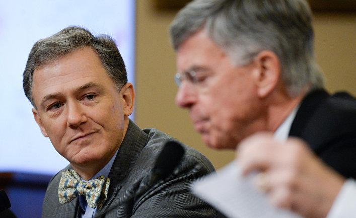 Заместитель помощника госсекретаря США по делам Европы и Евразии Джордж Кент и американский дипломат, 6-й посол США на Украине Уильям Тейлор