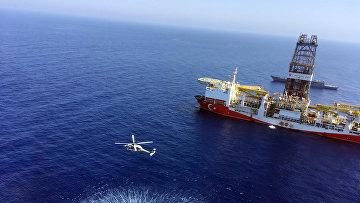 Турецкое буровое судно в средиземном море недалеко от Кипра