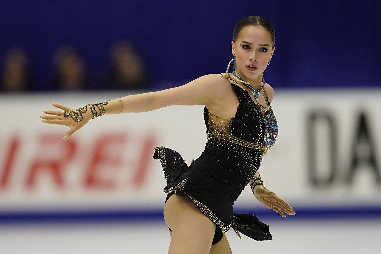 Алина Загитова выступает во время Гран-при по фигурному катанию в Саппоро, Япония