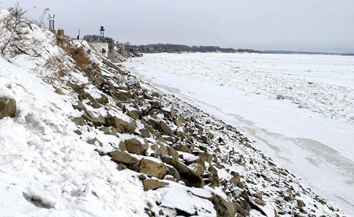 Вид реки Амур в районе российско-китайской границы