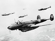 """Советские бомбардировщики """"Петляков-2"""" летят на боевое задание"""