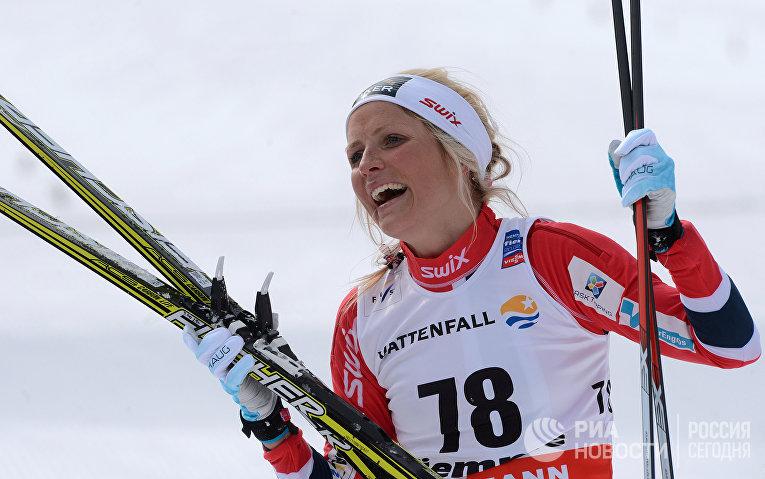 Тереза Йохауг на финише индивидуальной гонки свободным стилем на 10 км