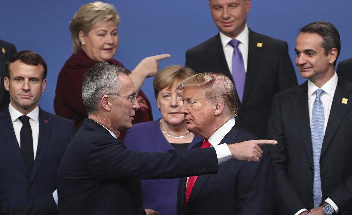 Лидеры стран НАТО после группового фотографирования