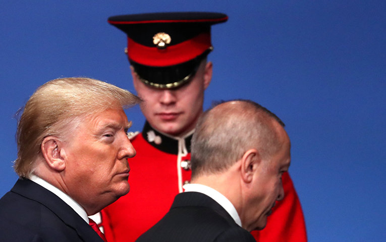 Президент США Дональд Трамп и президент Турции Реджеп Эрдоган на саммите лидеров НАТО в Уотфорде, Великобритания.