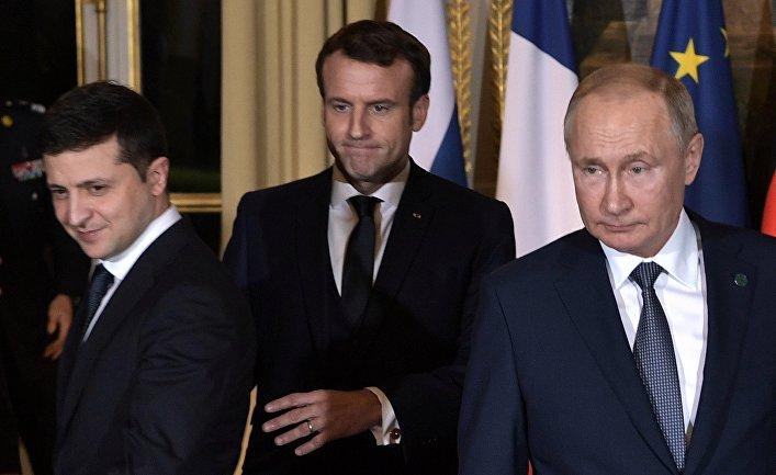 Президент РФ Владимир Путин и президент Франции Эммануэль Макрон и президент Украины Владимир Зеленский