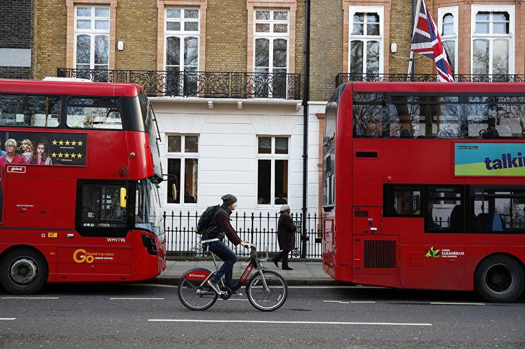 Велосипедист на одной из улиц Лондона, Великобритания