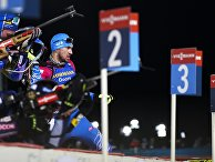 Александр Логинов (Россия) на дистанции эстафеты среди мужчин на первом этапе Кубка мира по биатлону