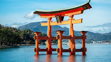 Священные ворота Тории близ Хиросимы